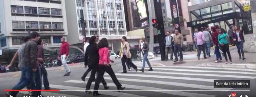 """""""Teje"""" banido: Honolulu proíbe atravessar as ruas enquanto mexe no celular"""